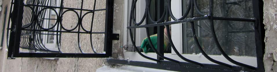 2-как-вставить-и-закрепить-решетку-на-окна